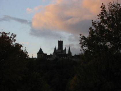Blick auf die Marienburg bei Dämmerung
