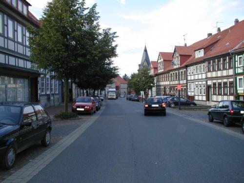 Lamspringe Hauptstraße im Flecken Lamspringe mit Blick auf ev. Kirche