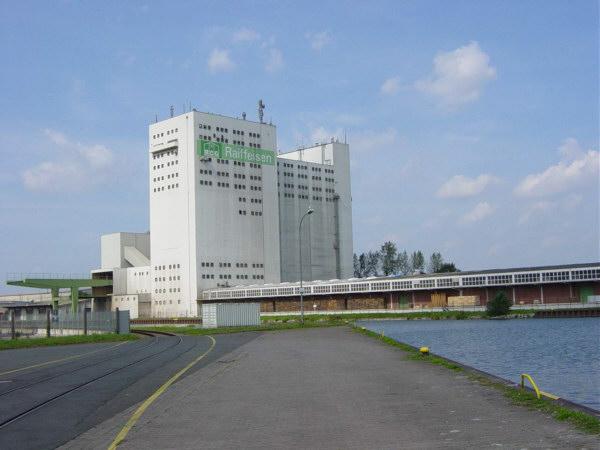 Kraftfutterwerk am Mittellandkanal vom Osthafen aus gesehen. U.Rieger