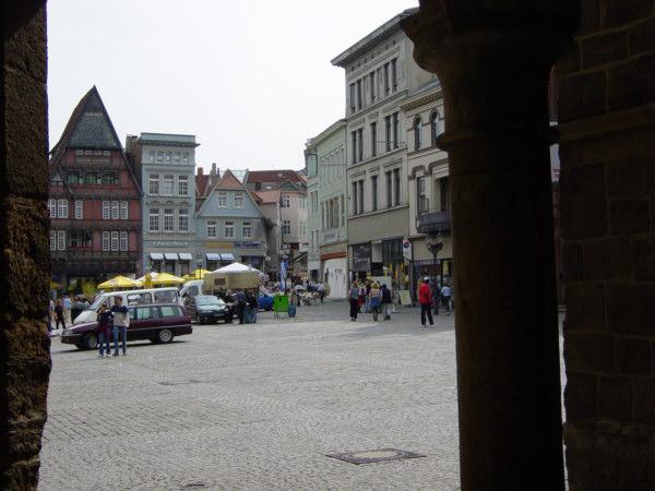 Markt Blick aus dem Rathaus- Portal auf den Markt U.Rieger