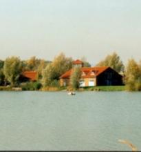 Clubhaus Blick über den Northeimer Freizeitsee auf das Clubhaus des NWSC e.V.