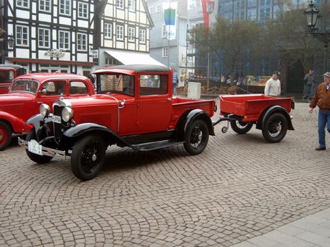Oldtimer Weserberglandfahrt Rinteln - Oldtimer Weserberglandfahrt, an der auch dieser Ford mit Anhänger teilnahm.