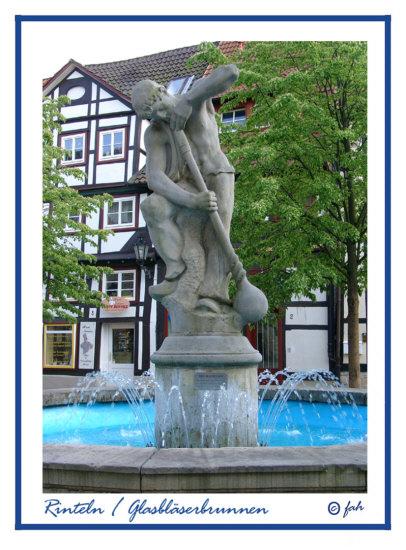 Rinteln / Glasblaeserbrunnen am Kirchplatz
