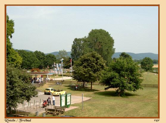 Rinteln - Freibad von der Weserbrücke aus gesehen
