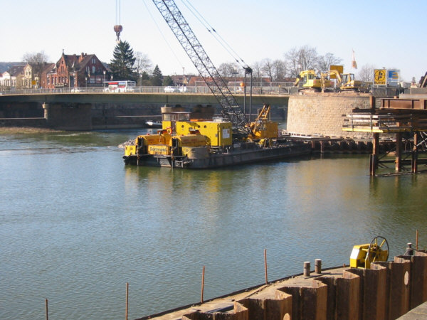 """Die Bauarbeiten an der """"alten"""" Weserbrücke in Hameln"""