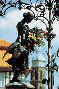 Marktbrunnen mit dem 1901 aufgestellten Gänseliesel, dem Wahrzeichen der Stadt Göttingen