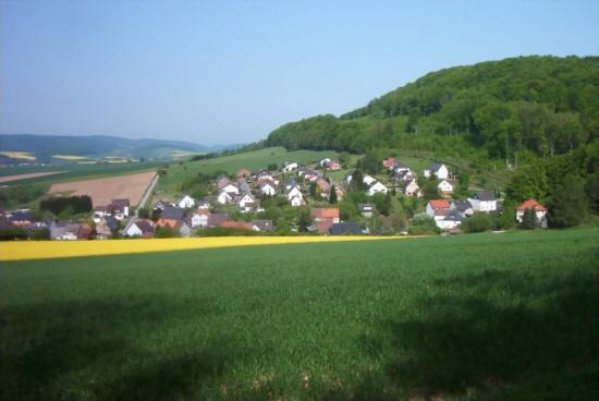 Holzen-Blick vom Kriegerdenkmal zum Oberdorf