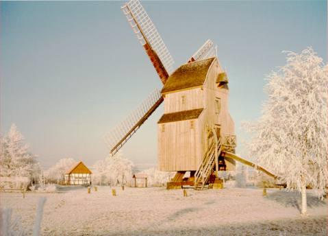Bockwindmühle im Winter in Stemwede-Oppenwehe Foto des Mühlengeländes der Mühlengruppe Oppenwehe e.V. Foto: Alfred Kulinna oppenwehe
