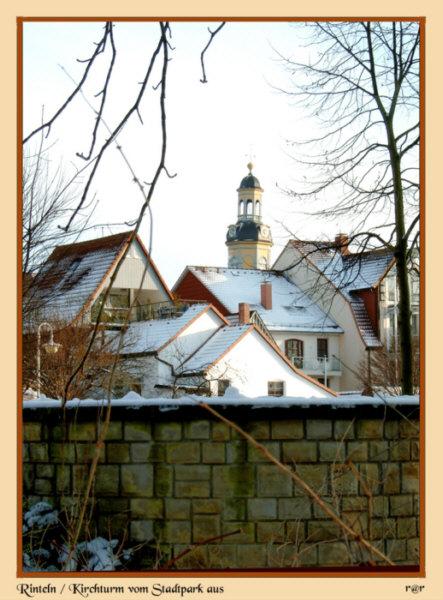 Rinteln - Die Turmspitze der Nicolai-Kirche vom Stadtpark aus gesehen und fotografiert